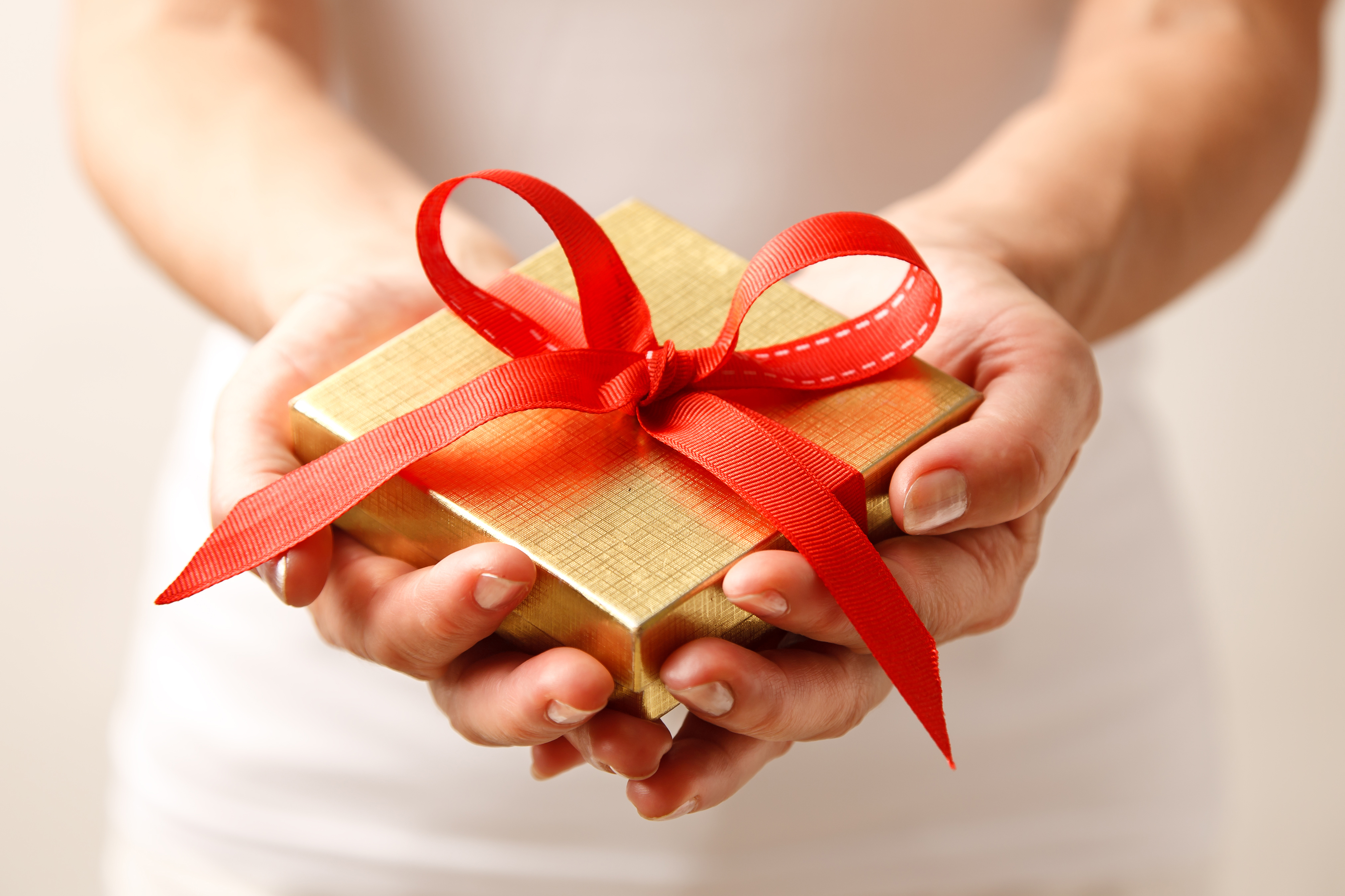7 tips for giving gifts to clients edge insights blog embracing the giving spirit should extend beyond yourself and your staff to your clients gift giving can be a tricky subject as different companies have negle Choice Image